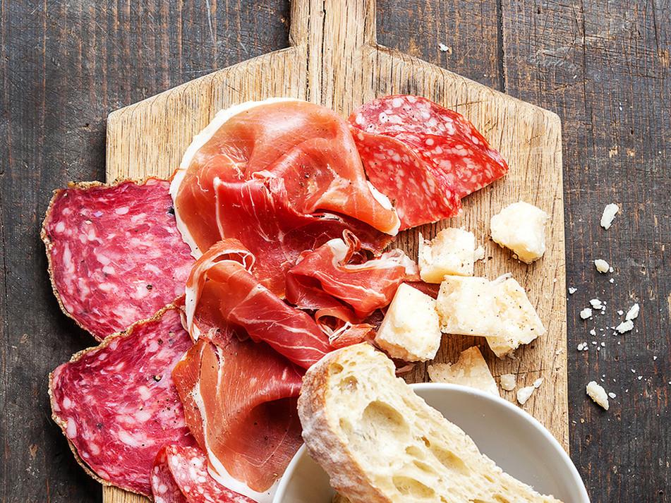 Schinken, Salami und Käse-Platten