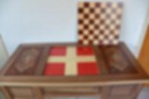 marqueterie crox de savoie echiquier damier motifs grecs rose des vent