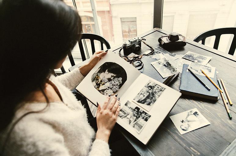 old-photoalbum-arms-tender-yong-woman.jp