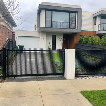 Single driveway sliding automatic gate