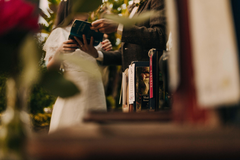 Partecipazioni originali tableau mariage insoliti composizioni floreali set fotografici e sweet tabl
