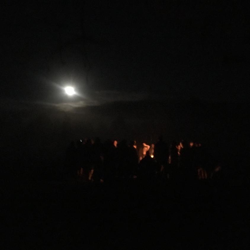 Fullmånedans i höstmörkret