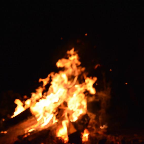 Elden inom och utanför