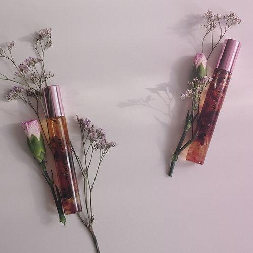 huile pour lèvres peach marshmallow infusée aux cristaux et aux fleurs