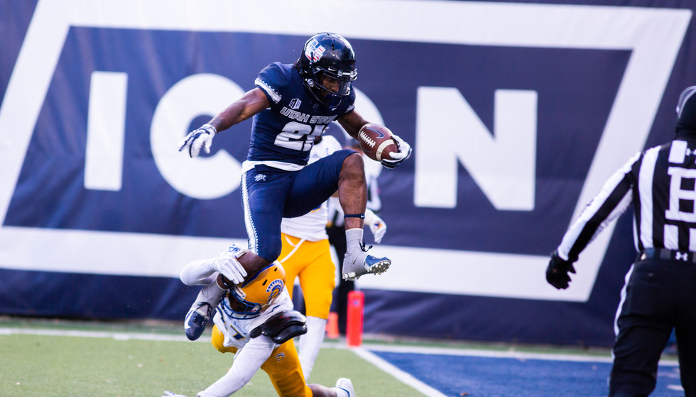 Utah State University Football plays San Jose
