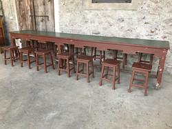 vecchio tavolo con sgabelli 392x65x80h
