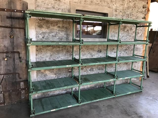 scaffalatura verde da laboratorio
