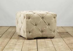 Pouf TAORMINA in legno e rivestimento capitonné in lino grezzo | 55x55xh55 cm