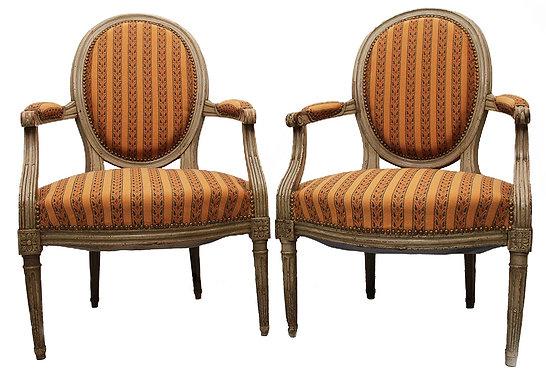 Paire de fauteuils cabriolet Style Louis XVI