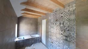 La deuxième salle de bain, avec baignoire