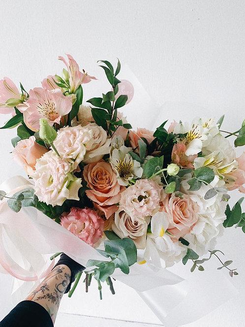 """Букет цветов """"М"""""""