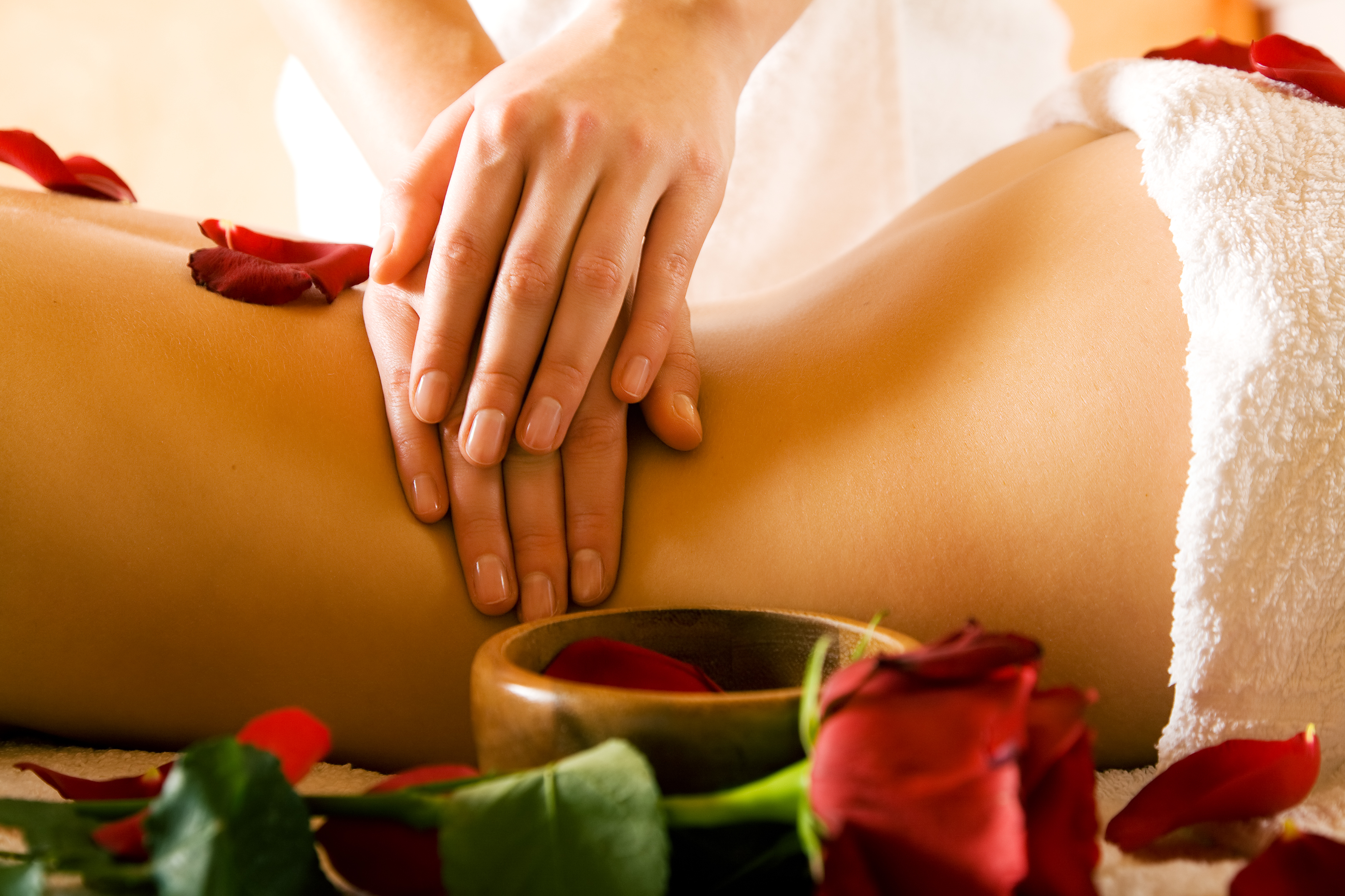 Back massage with roses