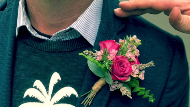 How to attach a buttonhole