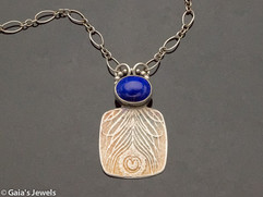 Peacock Pattern Necklace in Blue Lapis Lazuli