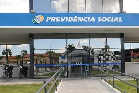 Coronavírus: governo antecipa metade do 13º de aposentados e suspende prova de vida do INSS