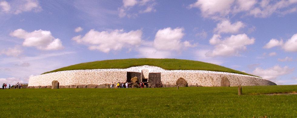 Newgrange wide.jpg