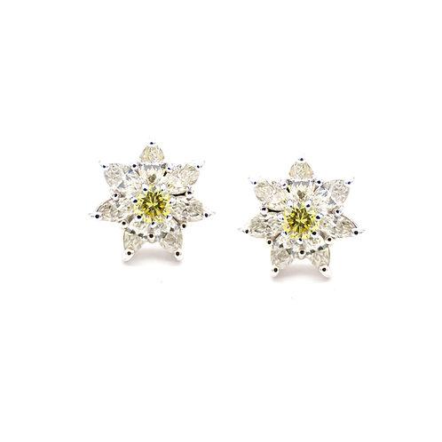 Pendientes Oro 18 kt. Estrellas. Diamantes.