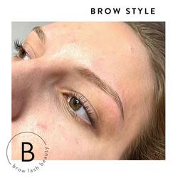 Blashy Augenbrauen zupfen Brow Bar