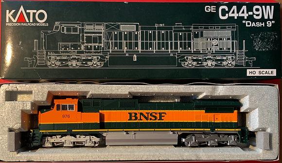 BNSF GE C44-9W DASH9  #976 - Kato 37-1901 DC / DCR
