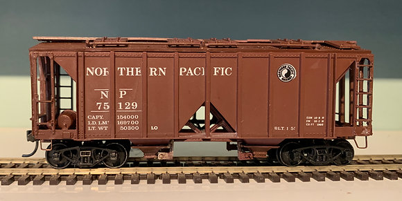 Northern Pacific -  Covered Hopper Car  - HO