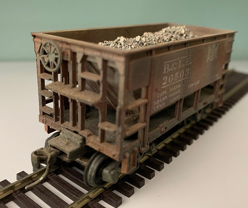 B&LE -  26' Ore Car with load - Weathered - HO