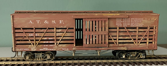 AT&SF - 36ft Wooden Stock Car - Weathered - HO
