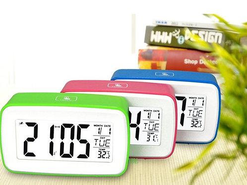 Reloj de mesa digital con alarma