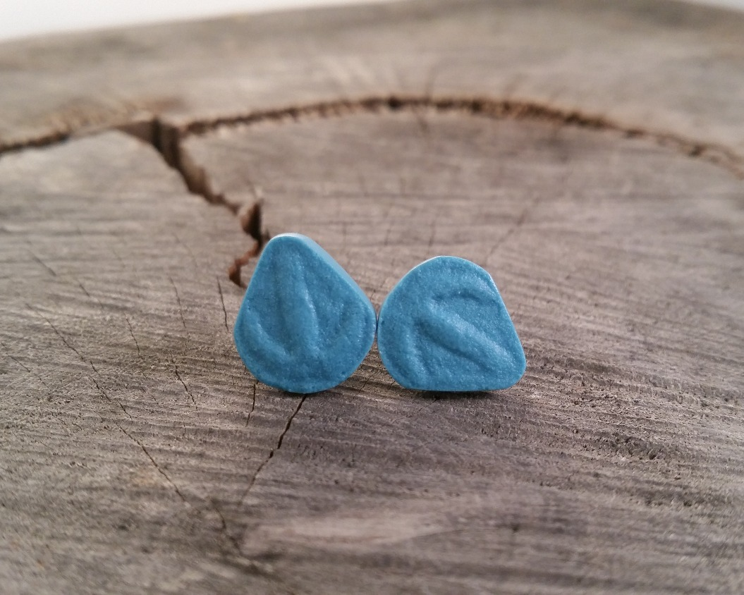 Resin Parv Studs blue