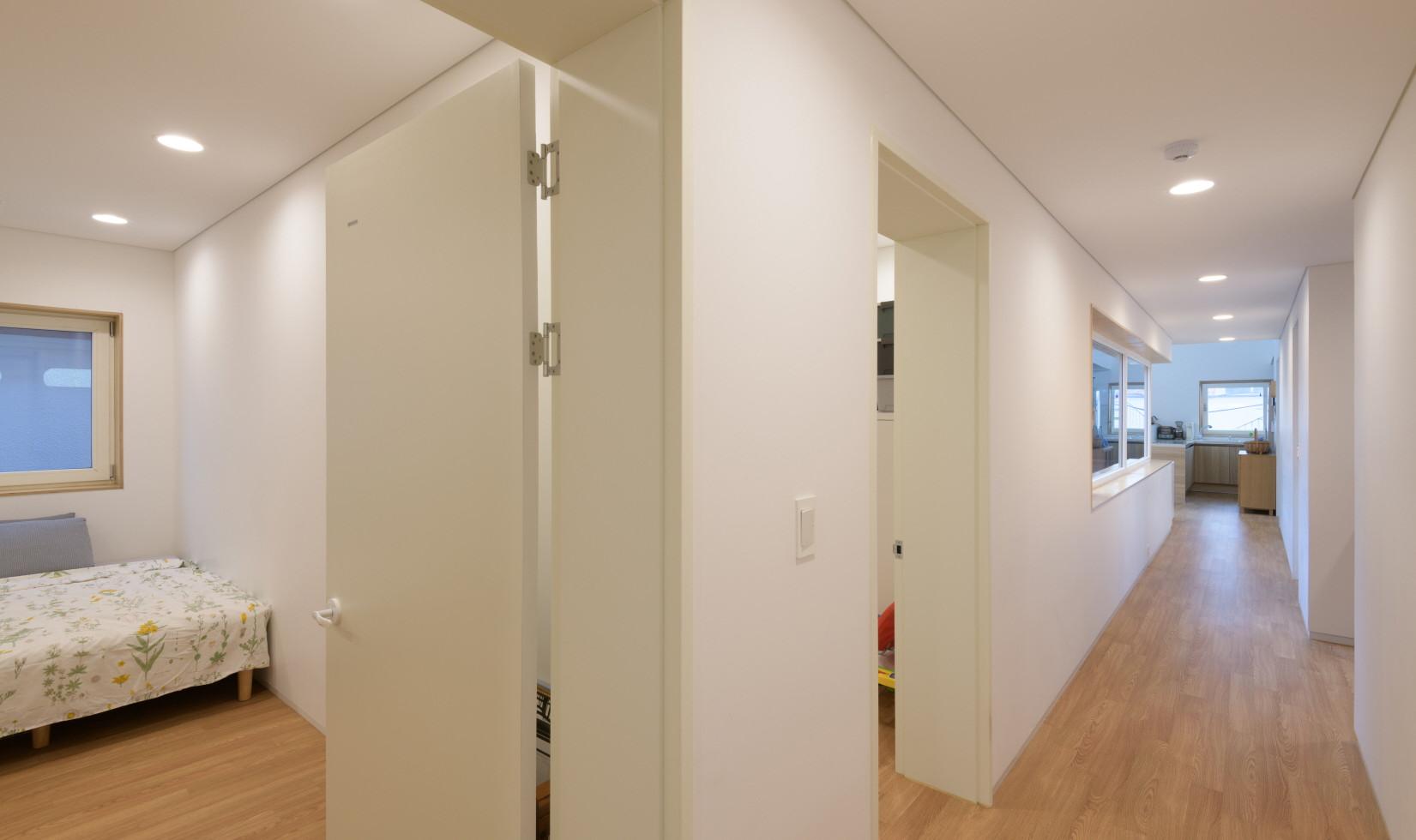2층 침실 및 복도.jpg