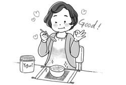 おからヨーグルトを食べる中年女性
