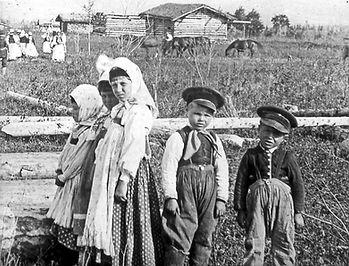 A group of Doukhobor children in a Saskatchewan colony, circa 1890.