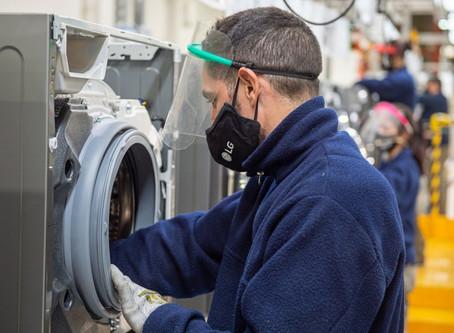 Avellaneda: Fernández, Kicillof y Ferraresi pusieron en marcha una fábrica de lavarropas