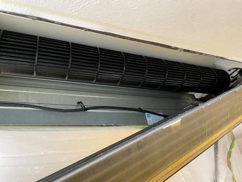 三菱製天井埋込式1方向エアコン