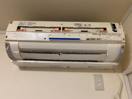 2011年シャープ製お掃除機能付きエアコン分解清掃