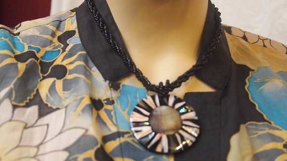 BEAUTIFUL SHELL NECKLESS FROM BALI