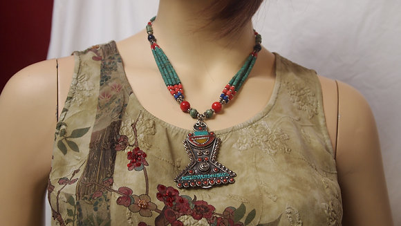 BEAUTIFUL HAND MADE NECKLESS FROM NIPAL