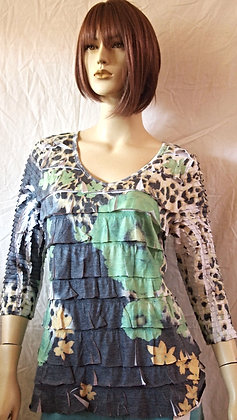 Cute top by Cubism size medium