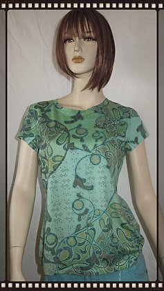 Green top by Cubism size medium