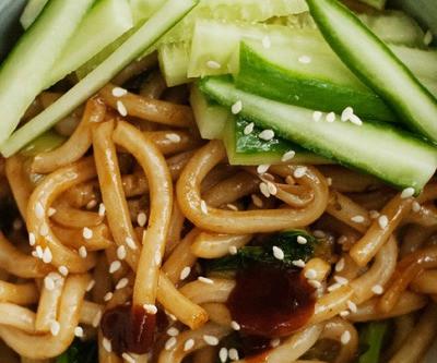 Hoisin Udon Noodles by Kikkoman