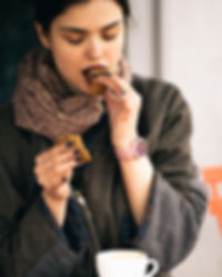 How to stop binge eating using Cogitive Hypnotherapy. Are you eating food when you're not hungry, in secret, too quickly or until you feel uncomfortable. We may be able to help at our Godalming and Moorgate treatment rooms.