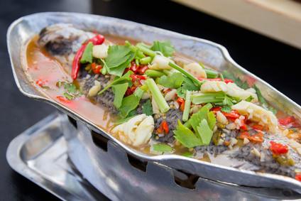 """Osez et goûtez ! Le poisson vapeur au citron et à l'ail ou """"Pla Krapong Nueng Manao"""""""