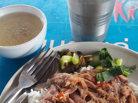 """Osez et goûtez ! Les pieds de porc accompagnés de riz ou """"Kao Kraa Moo"""""""