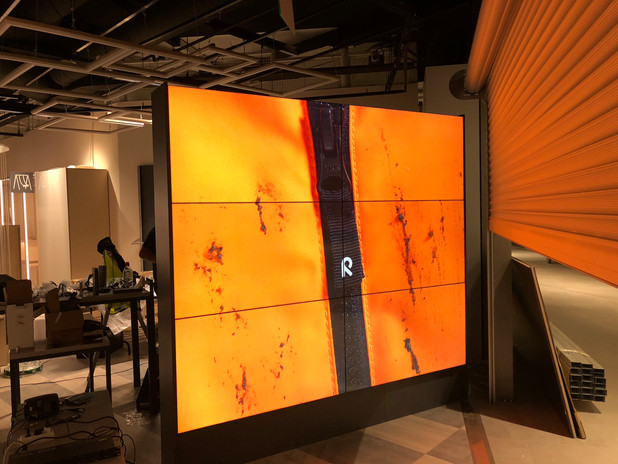 Reiman Redin myymälänvideoseinä.jpg