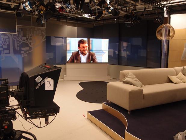 Videoseinä televisiostudiossa.JPG