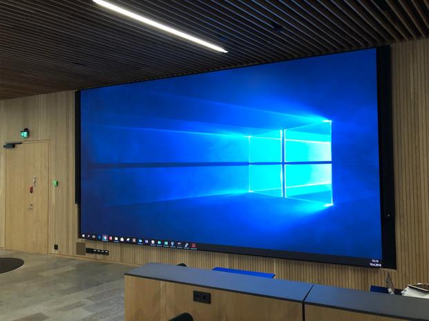 P2.4 LED-näyttö Tapiolassa.jpg