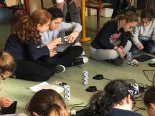 A Yavné tout le primaire apprend le codage informatique et la programmation de robots