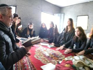 Pèlerinage de la classe de 1 ière Fille sur les Kevarim du Rav Yona Weil Zal et du Rav Chalom Abouha