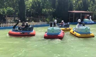 A l' occasion de Lag Baomer notre école a privatisé un parc d' attractions pour ses élèves!!!