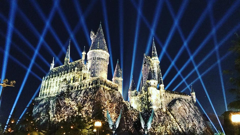 hogwarts-castle-nighttime-lights.png