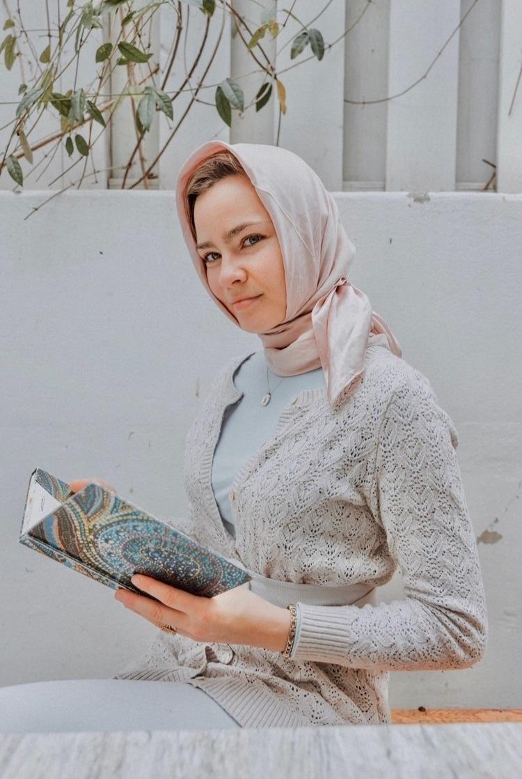 Holly - Hijabi Actress